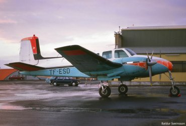 04  TF-ESD  Beechcraft D-50B Twin Bonanza